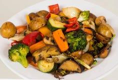 Placa de verduras asadas a la parrilla Fotografía de archivo libre de regalías
