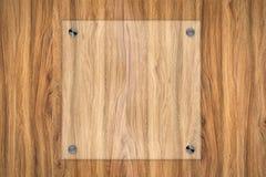 Placa de vidro ou quadro acrílico no fundo de madeira Foto de Stock Royalty Free