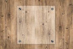 Placa de vidro ou quadro acrílico no fundo de madeira Foto de Stock