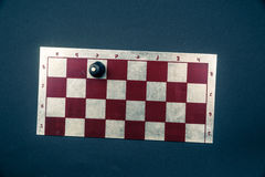 Placa de xadrez no fundo escuro Foto de Stock