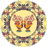 Placa decorativa com o ornamento floral bonito e os dois galos novos bonitos dos desenhos animados Fotos de Stock