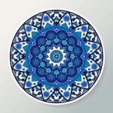Placa decorativa com o ornamento redondo no estilo étnico Mandala em cores azuis Teste padrão oriental Ilustração do vetor ilustração stock