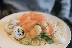 Placa del almuerzo del sushi fotos de archivo