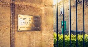 Placa del cobre donde se graba en francés - ayuntamiento del Sa imagenes de archivo
