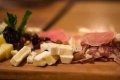 Placa del queso y de la carne para la carne Imagenes de archivo