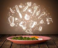 Placa do alimento com ícones brancos da cozinha Imagem de Stock