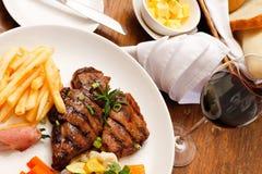 Placa do alimento em um restaurante imagem de stock royalty free