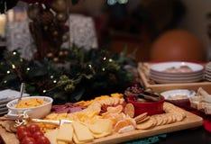 Placa do aperitivo com queijos foto de stock