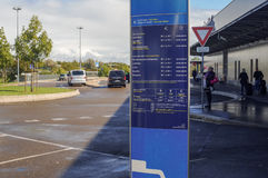 Placa do calendário da informação do táxi no aeroporto de Paris Fotografia de Stock Royalty Free
