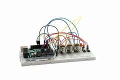 Placa do desenvolvimento e componentes eletrônicos Imagens de Stock Royalty Free