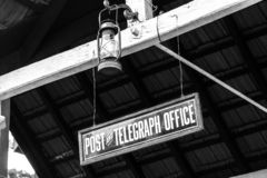 Placa do escritório do cargo e de telégrafo na estação de correios que constrói Nuwara Eliya imagem de stock royalty free