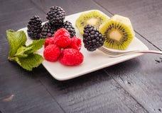 Placa do fruto fresco pronto para comer foto de stock