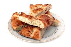 Placa do pão com pitas cortados Fotografia de Stock
