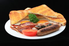 Placa do pequeno almoço no fundo preto Fotos de Stock