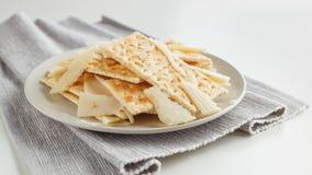 Placa do petisco do queijo e dos biscoitos Imagens de Stock Royalty Free