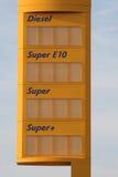 Placa do preço do posto de gasolina fotos de stock royalty free
