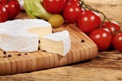 Placa do queijo e dos vegetais Imagens de Stock Royalty Free
