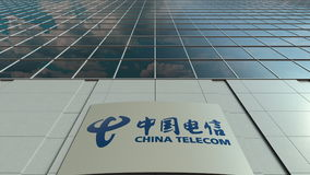 Placa do Signage com logotipo de China Telecom Fachada moderna do prédio de escritórios Rendição 3D editorial Fotografia de Stock Royalty Free