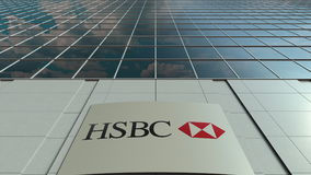 Placa do Signage com logotipo de HSBC Fachada moderna do prédio de escritórios Rendição 3D editorial Imagem de Stock Royalty Free