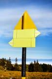 Placa do sinal de estrada do metal amarelo Fotografia de Stock