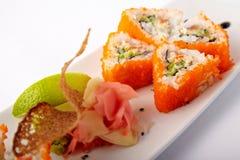 Placa do sushi salmon com cal e gengibre Foto de Stock