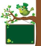 Placa do tema do dia do St Patricks com pássaro Fotografia de Stock Royalty Free