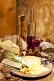 Placa do vinho tinto e de queijo Foto de Stock Royalty Free