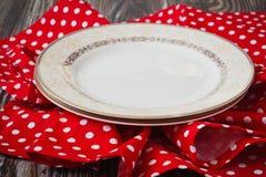 Placa do vintage na toalha de cozinha vermelha Imagens de Stock Royalty Free