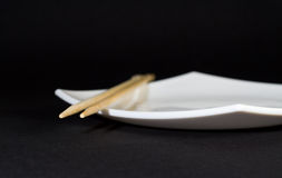 Placa e chopsticks Fotos de Stock