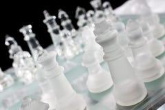 Placa e partes de vidro de xadrez Fotos de Stock Royalty Free