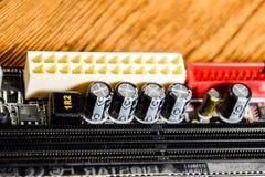 Placa eletrônica com componentes bondes Eletrônica do material informático imagem de stock royalty free