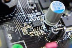 Placa eletrônica com componentes bondes Eletrônica do material informático fotos de stock