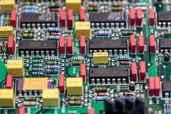 Placa eletrônica com os componentes a reparar imagem de stock royalty free