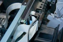 Placa eletrônica com os fios e o conector conectados Close-up imagem de stock royalty free