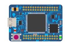 Placa eletrônica de DIY mini com um microcontrolador, o diodo emissor de luz, os conectores, e outros componentes eletrônicos Imagens de Stock