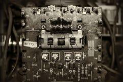 Placa eletrônica velha dos componentes imagens de stock royalty free