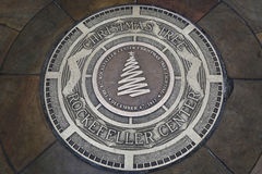 Placa en el lugar de la 81.a iluminación del árbol de navidad en el centro de Rockefeller Fotografía de archivo libre de regalías