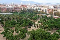 Placa Espanya и холм Montjuic с национальным музеем изобразительных искусств Каталонии стоковые фото