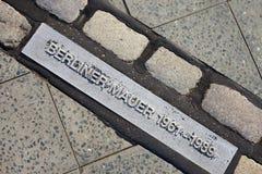 Placa/etiqueta de plástico del muro de Berlín Imagenes de archivo