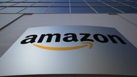 Placa exterior do signage com Amazonas logotipo de COM Prédio de escritórios moderno Rendição 3D editorial Fotografia de Stock