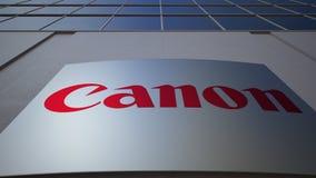 Placa exterior do signage com Canon Inc logo Prédio de escritórios moderno Rendição 3D editorial Fotos de Stock Royalty Free
