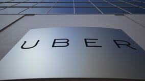 Placa exterior do signage com tecnologias Inc de Uber logo Prédio de escritórios moderno Rendição 3D editorial Fotografia de Stock Royalty Free