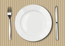 Placa, faca e forquilha brancas redondas Fotos de Stock