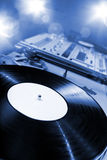 Placa giratoria de DJ con las luces brillantes Fotos de archivo