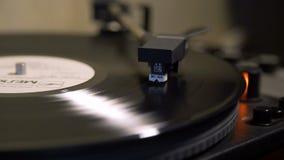 Placa giratoria del vintage que juega el disco de vinilo metrajes