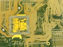 Placa madre de oro con el circuito Fotos de archivo libres de regalías