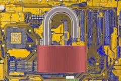 Placa madre del ordenador con el candado desbloqueado Imagenes de archivo