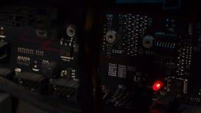Placa madre negra con el LED rojo metrajes