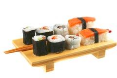 Placa mezclada del sushi Imagenes de archivo