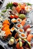 Placa misturada do sushi imagens de stock